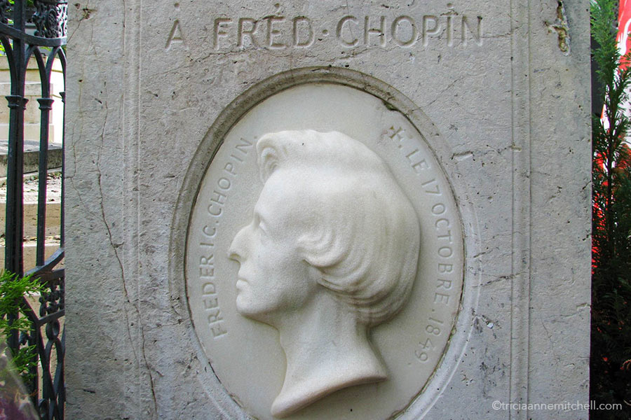 """Close-up of the white headstone of Frederic Chopin. It reads: """"A Fred Chopin. Frederic Chopin. + Le 17 Octobre 1849."""""""