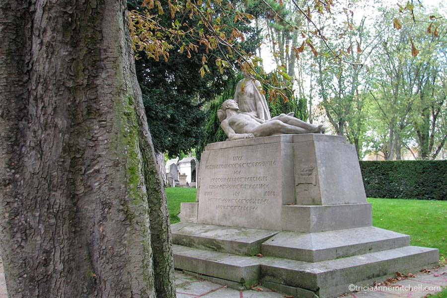 A monument dedicated to Garibaldiens de l'Argonne et Volontaires Italiens 1914 1918 in Paris' Pere Lachaise Cemetery.